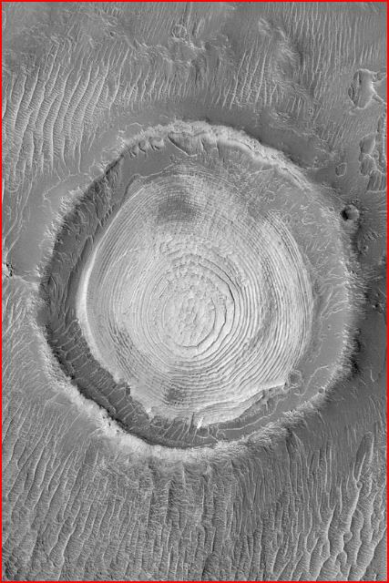 Terrassierter Krater